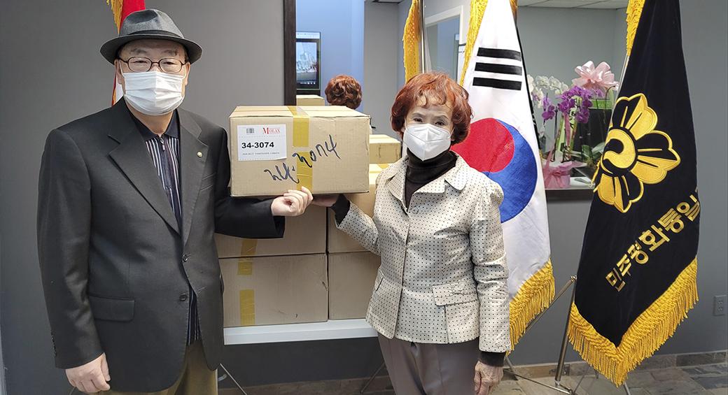 민주평통밴쿠버협의회,  뉴비스타 요양원에 마스크 및 기금 전달